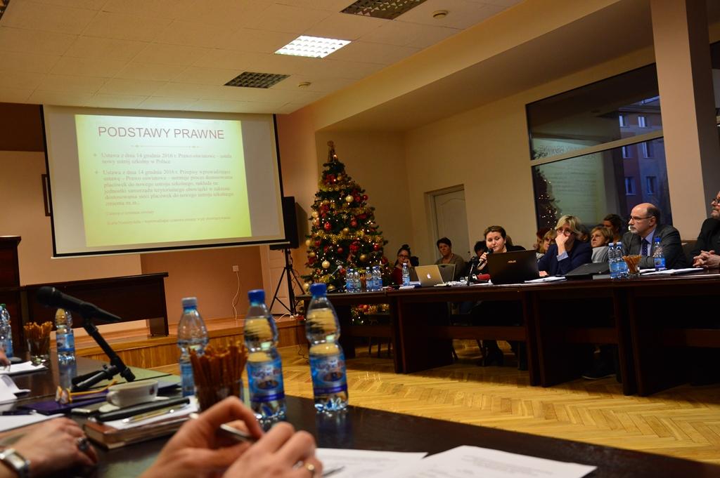 Dwie czy trzy szkoły podstawowe? Dyskusja o reformie oświaty  - Zdjęcie główne