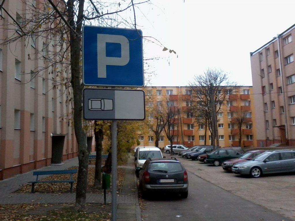 """""""Łęczycanka"""" montuje nowe znaki drogowe. Nie obyło się bez drobnych wpadek - Zdjęcie główne"""