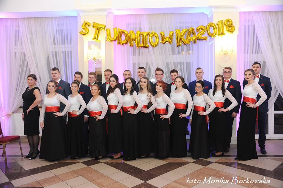 Tak się bawili uczniowie z Zespołu Szkół Ponadgimnazjalnych nr 1 w Łęczycy na studniówce [ZDJĘCIA] - Zdjęcie główne