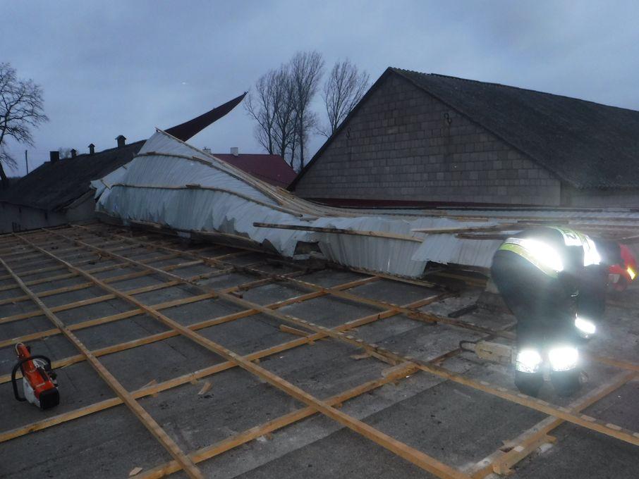 Zerwany dach na budynku w miejscowości Bugaj - Zdjęcie główne