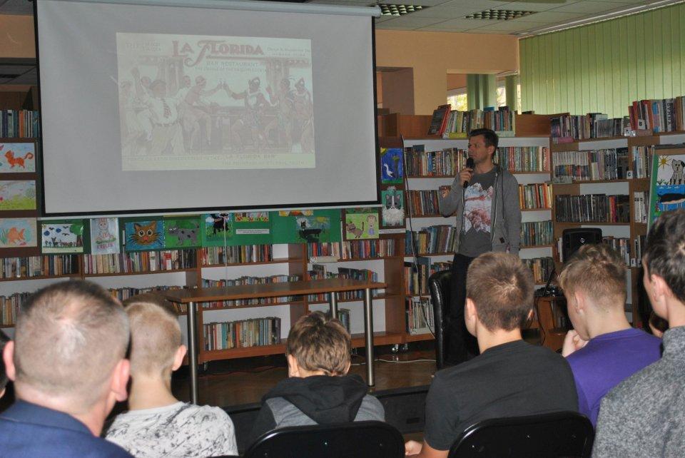 """""""Bye Bye, Havana!"""" w bibliotece - Zdjęcie główne"""