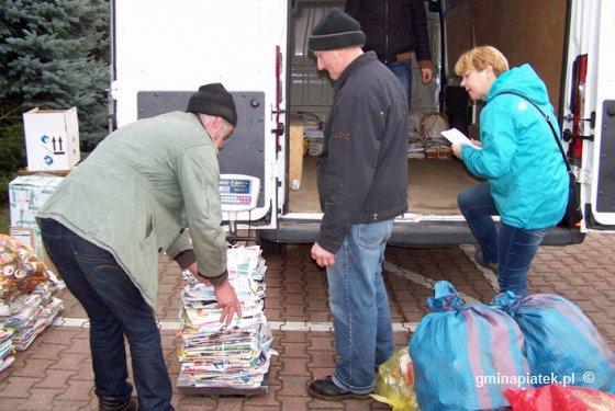 Jesienna zbiórka surowców wtórnych w podstawówce w Piątku - Zdjęcie główne