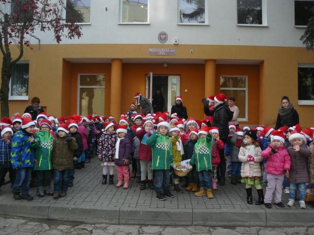 Mikołajkowy przemarsz przedszkolaków  - Zdjęcie główne
