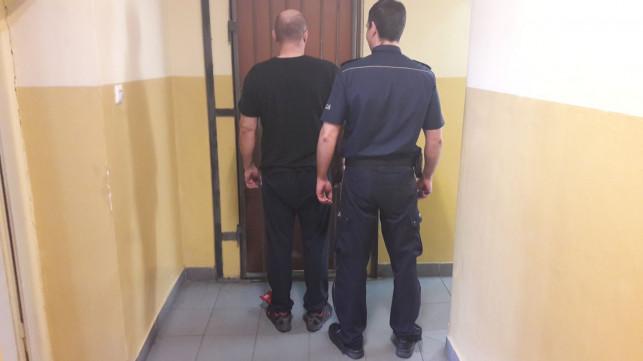 Włamanie, kradzież, paserstwo i narkotyki. Dwaj mężczyźni w rękach policji - Zdjęcie główne
