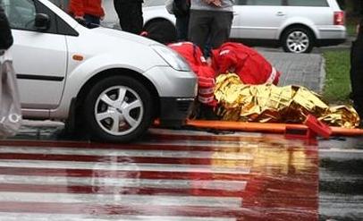 Niebezpieczny wypadek na Belwederskiej. Potrącona 55-latka w szpitalu - Zdjęcie główne