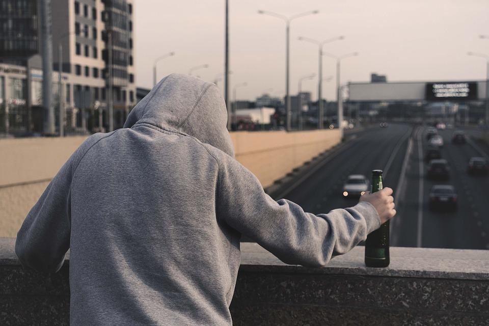 Plaga samobójstw w naszym powiecie? Problem dotyczy także nastolatków - Zdjęcie główne