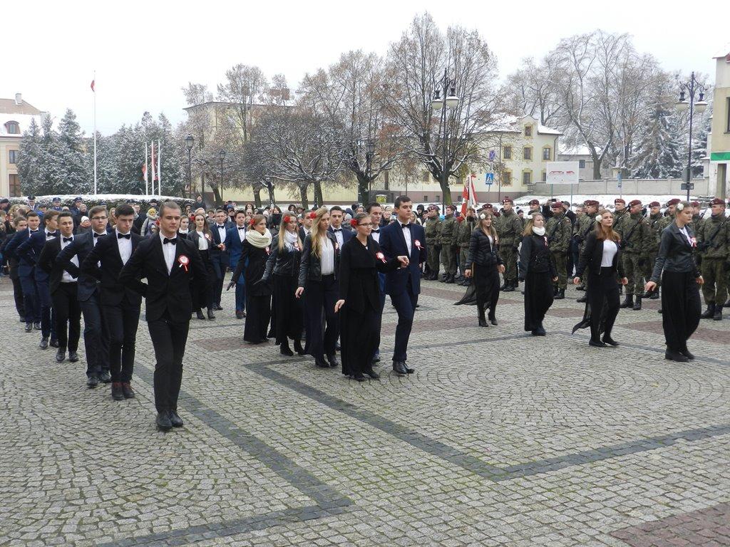 Polonez zabrzmiał na łęczyckim rynku [GALERIA] - Zdjęcie główne