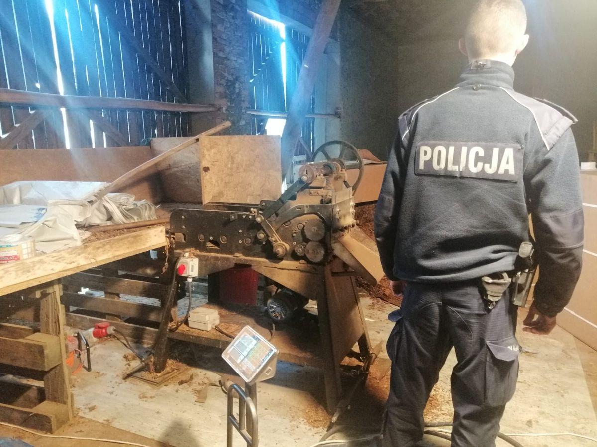 Policjanci zlikwidowali nielegalną fabrykę tytoniu - Zdjęcie główne