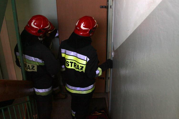 Strażacy pomogli 90-latkowi. Akcja służb przy Belwederskiej - Zdjęcie główne