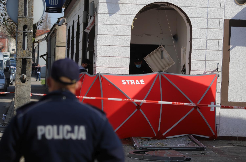 [ZDJĘCIA] Nocna eksplozja: ktoś wysadził bankomat! Policja szuka świadków - Zdjęcie główne