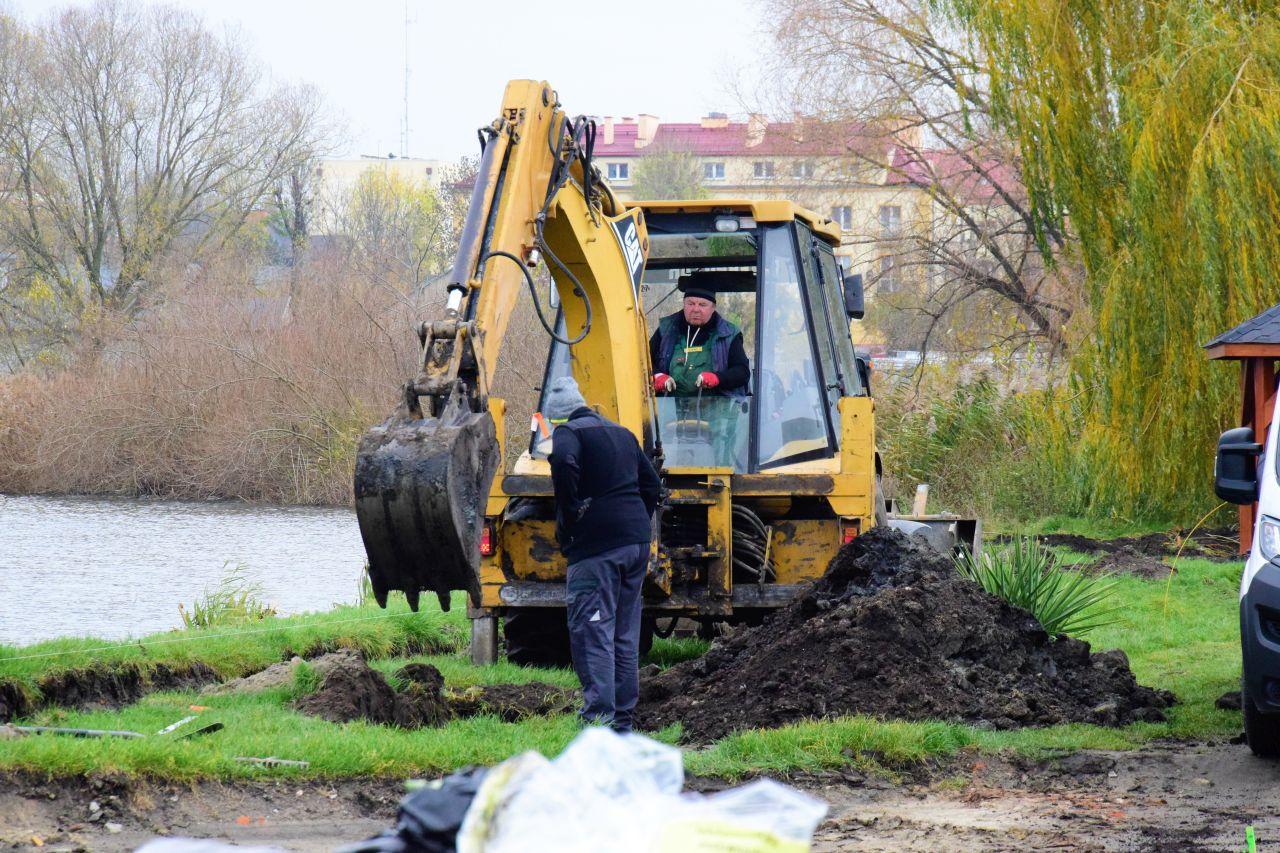 [ZDJĘCIA] Na zalewach i na ulicy Wrzosowej praca wre - Zdjęcie główne