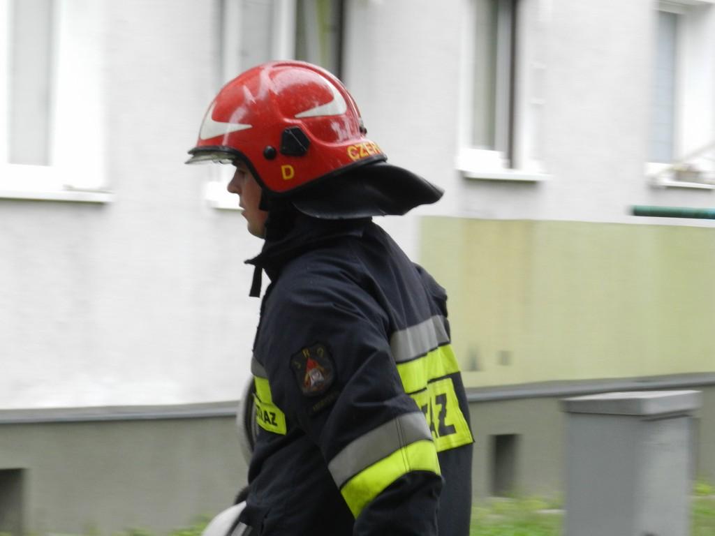 Starsza kobieta nie mogła wydostać się z mieszkania. Na pomoc ruszyli strażacy - Zdjęcie główne