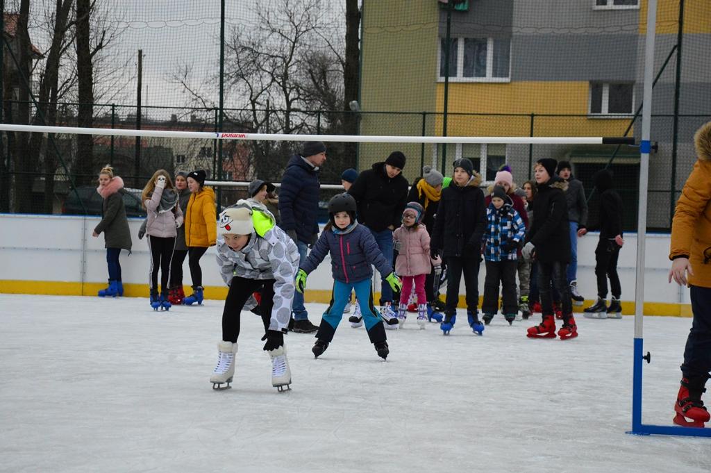 Sportowe zmagania dzieci i młodzieży na łęczyckim lodowisku [ZDJĘCIA] - Zdjęcie główne