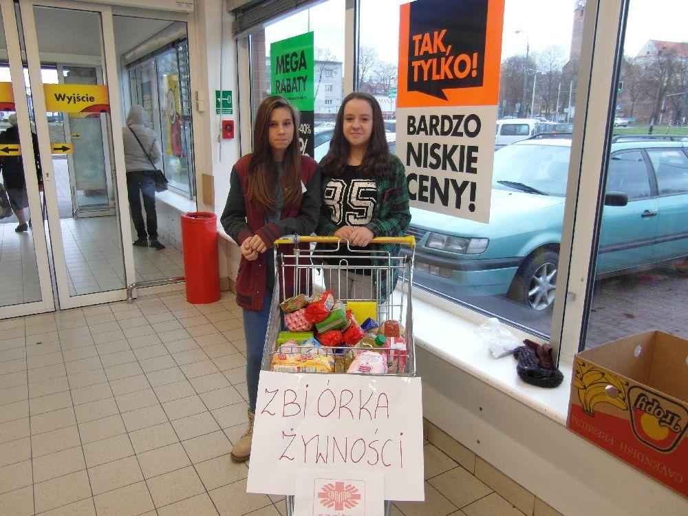 Gimnazjaliści zbierają żywność dla potrzebujących  - Zdjęcie główne