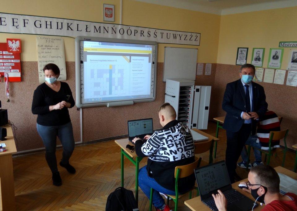 Plac zabaw i Mobilna Pracownia Komputerowa w ZPE-W w Łęczycy - Zdjęcie główne