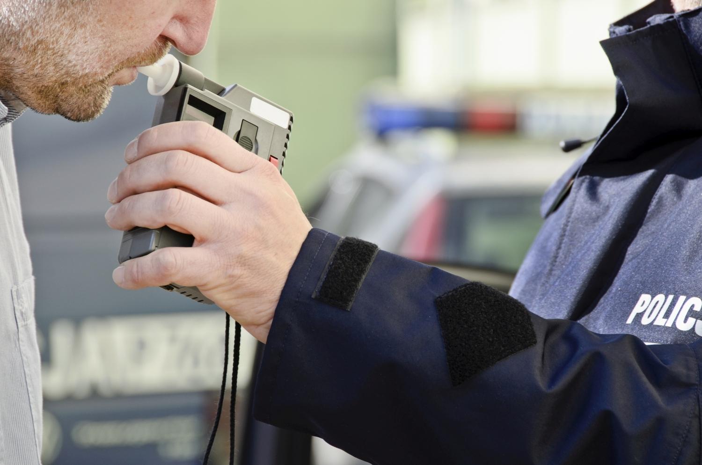 Pijany kierowca spowodował kolizję i uciekł z miejsca zdarzenia. Miał ponad 2,5 promila alhoholu w organizmie  - Zdjęcie główne