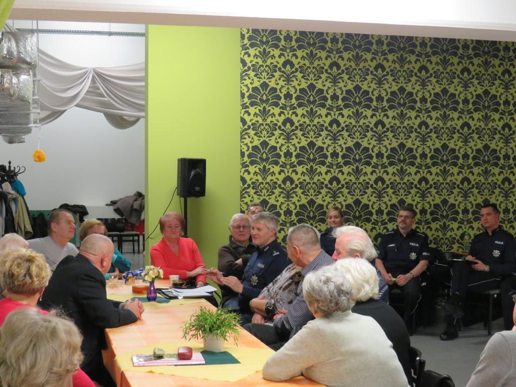 Policjanci edukują seniorów  - Zdjęcie główne