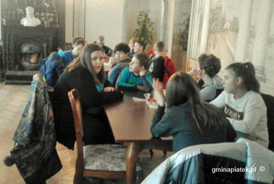 Uczniowie SP w Piątku na Dniach Marii Walewskiej  - Zdjęcie główne