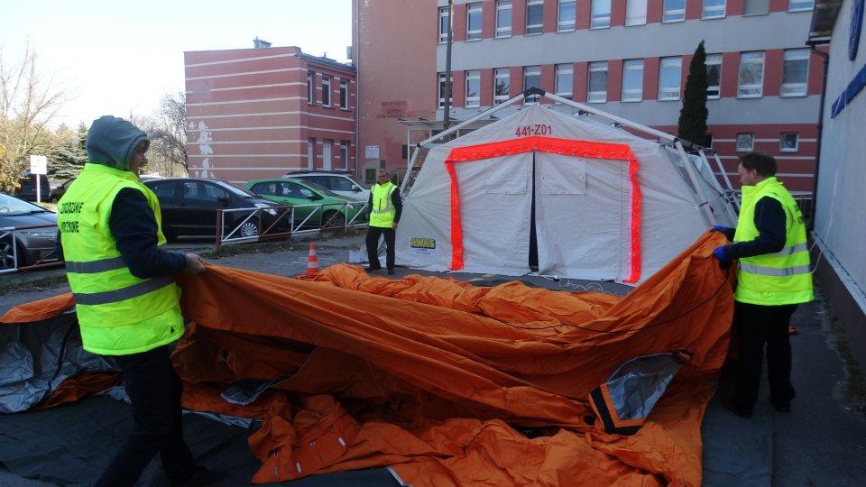 Koronawirus: Przed szpitalem już dwa namioty medyczne - Zdjęcie główne