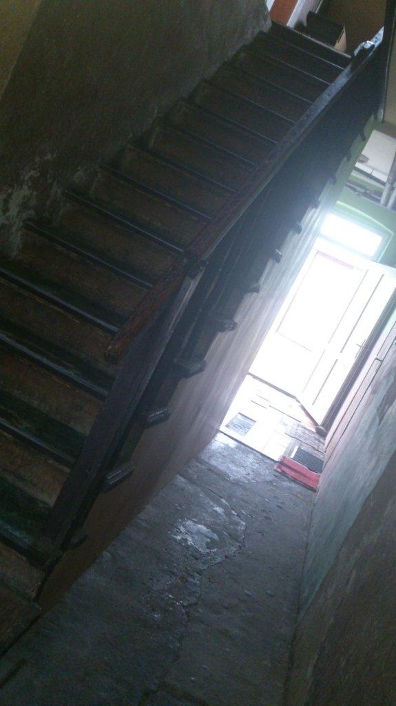 Szok! Podcinał żyły na klatce schodowej! - Zdjęcie główne