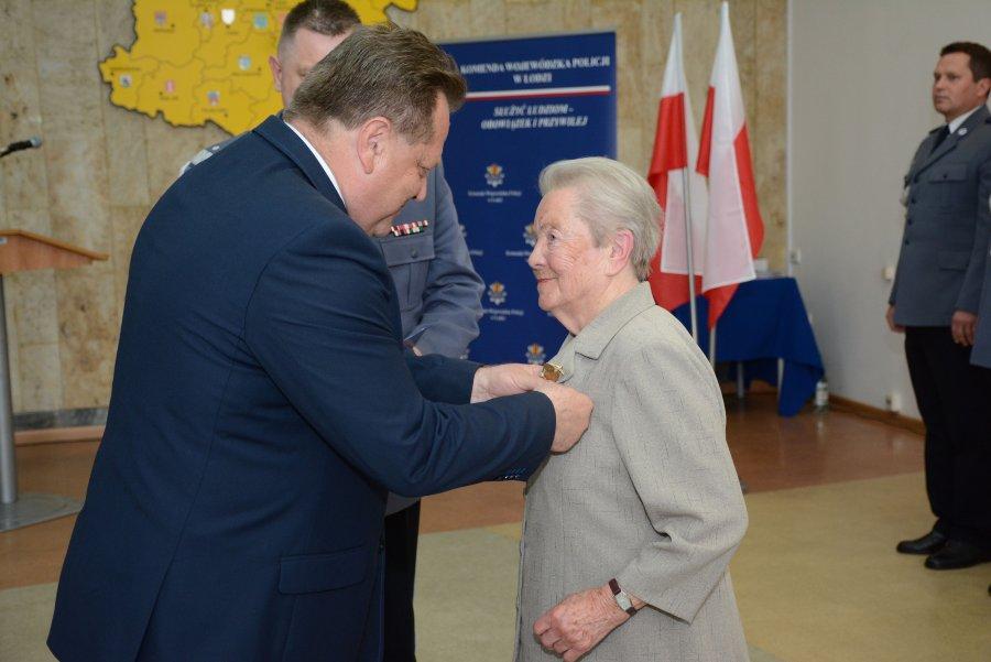 Za Zasługi dla Policji - złoty medal trafił do ppani Zofii - Zdjęcie główne