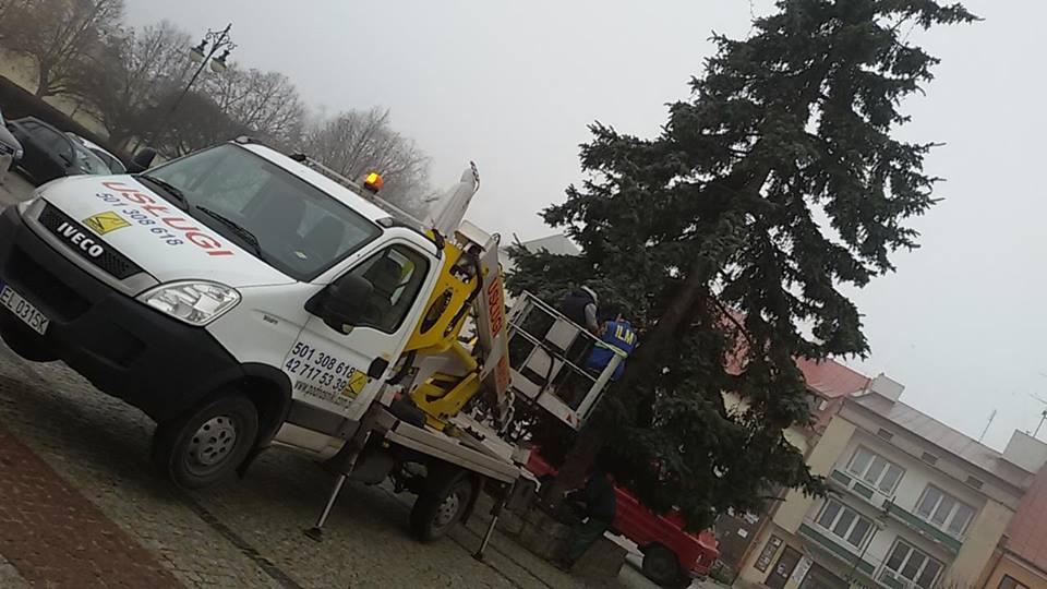 Montują nowe oświetlenie świąteczne - Zdjęcie główne