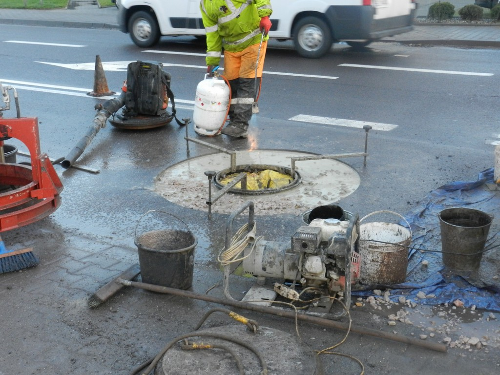 Studzienki kanalizacyjne na ulicy Kaliskiej zostaną wymienione - Zdjęcie główne