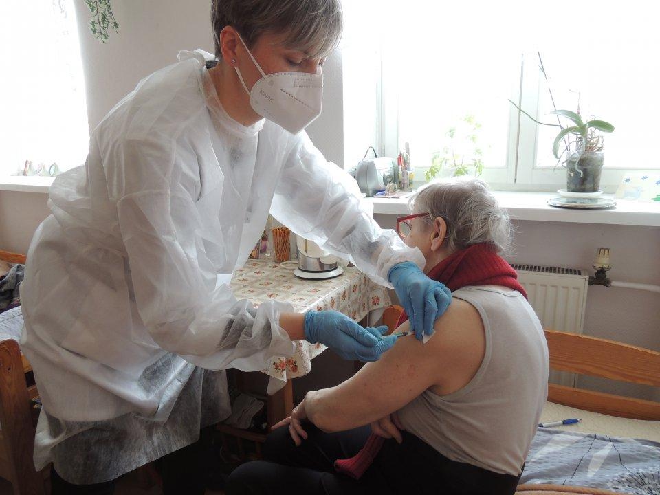 Zaszczepiono mieszkańców DPS w Łęczycy - Zdjęcie główne