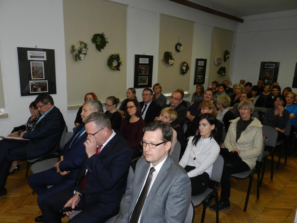 Konferencja oświatowa w Domu Kultury - Zdjęcie główne