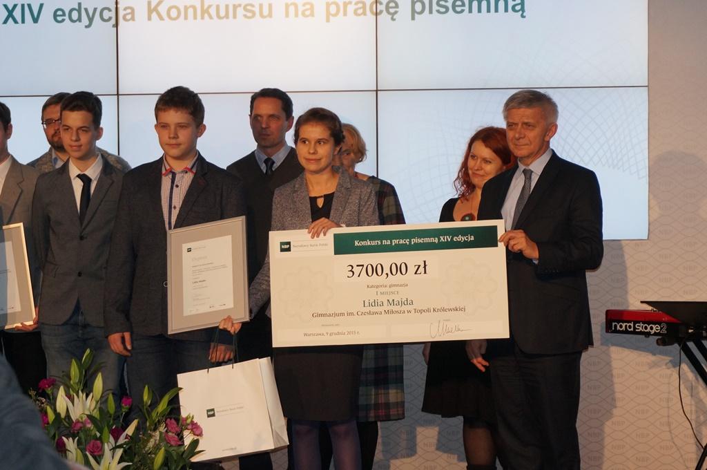 Nagroda dla gimnazjalistki z rąk prezesa NBP - Zdjęcie główne