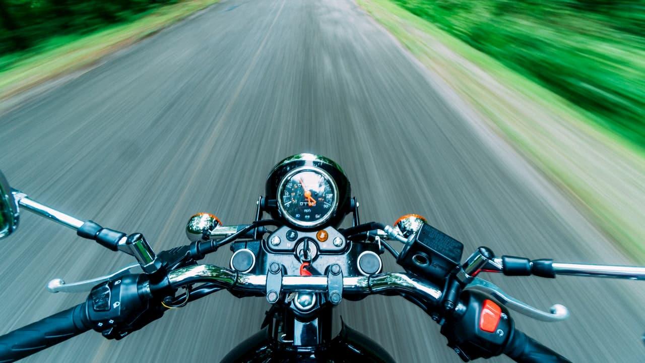 Nieletni motocykliści - Zdjęcie główne
