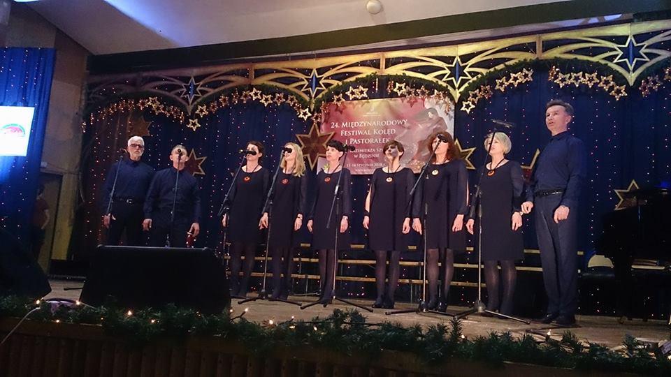 """Zespół wokalny """"Cantabile"""" na XXIV Międzynarodowym Festiwalu Kolęd i Pastorałek w Będzinie - Zdjęcie główne"""