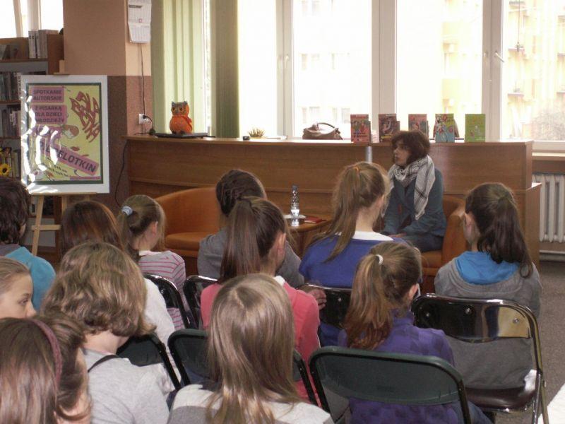 Spotkanie autorskie w łęczyckiej bibliotece - Zdjęcie główne