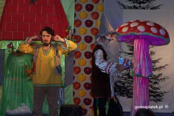 Teatr Króla Profilaktyka wystąpił dla uczniów SP w Piątku - Zdjęcie główne