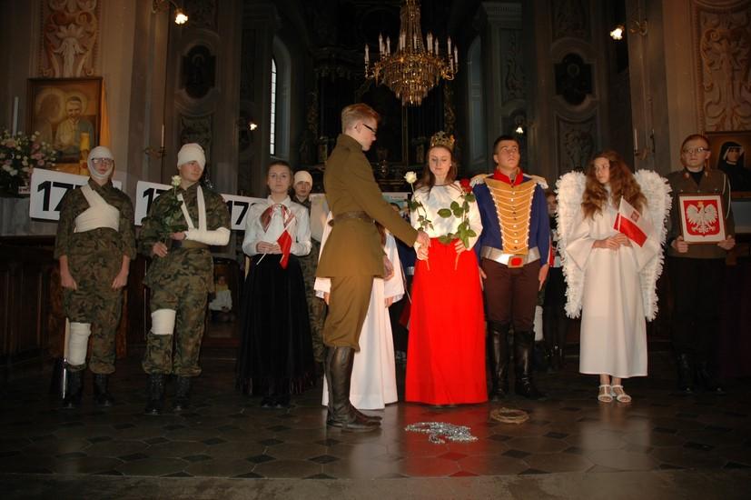 Święto Niepodległości w Gimnazjum im. Jana Pawła II - Zdjęcie główne