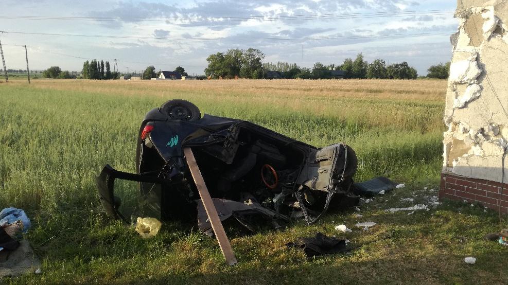 [ZDJĘCIA] Tragedia na drodze. Nie żyje 48-letni mężczyzna - Zdjęcie główne