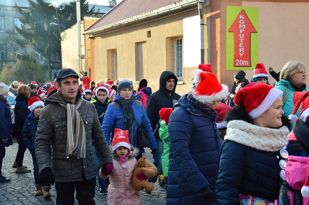 Ponad 1000 Mikołajów idzie ulicami Łęczycy! [GALERIA] - Zdjęcie główne