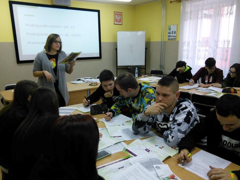"""Projekt ,,Lekcje z ZUS"""" w ZSP nr 1 w Łęczycy - Zdjęcie główne"""