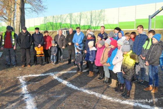 W Górkach Pęcławskich za grant sołecki - rekreacja i sport przy świetlicy wiejskiej - Zdjęcie główne