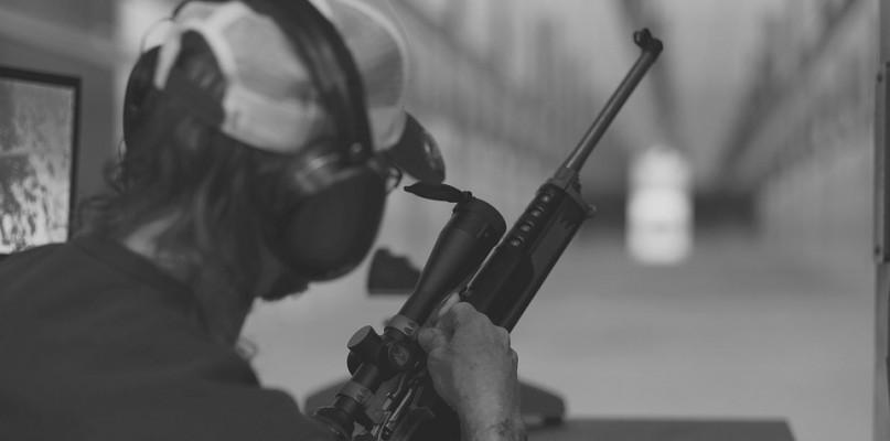 Tragiczne zdarzenie na strzelnicy. Nie żyje 23-letni mężczyzna - Zdjęcie główne
