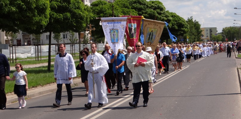Mnóstwo wiernych na procesji w parafii św. Wojciecha [FOTO] - Zdjęcie główne