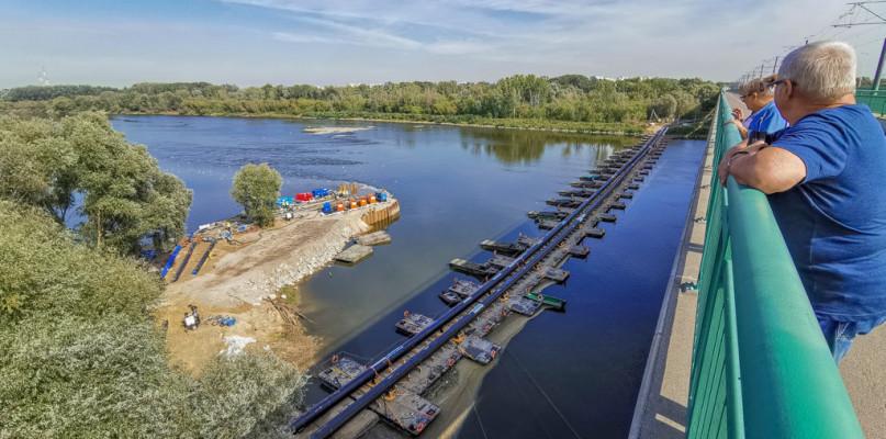 Ścieki płyną już rurociągiem na moście pontonowym [FOTO] - Zdjęcie główne