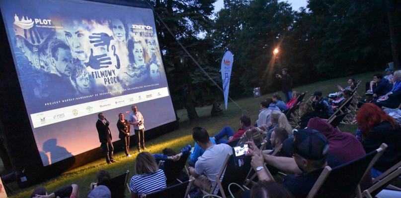 Filmowy weekend w Płocku. Kolejny pokaz plenerowy i spacer - Zdjęcie główne