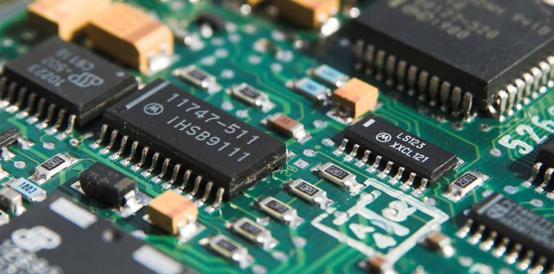 Uszkodzić delikatną elektronikę nie jest trudno. Pracując przy niej, eliminuj wszelkie zagrożenie - Zdjęcie główne