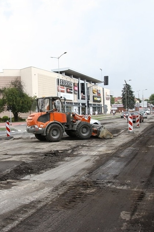 Przebudowa ul. Tysiąclecia wkracza w nową fazę - Zdjęcie główne