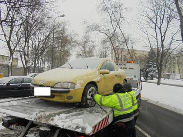 Straż miejska usuwa samochody [FOTO] - Zdjęcie główne