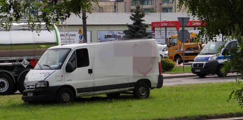 Zderzenie aut na Podolszycach. Dwie osoby pojechały do szpitala - Zdjęcie główne