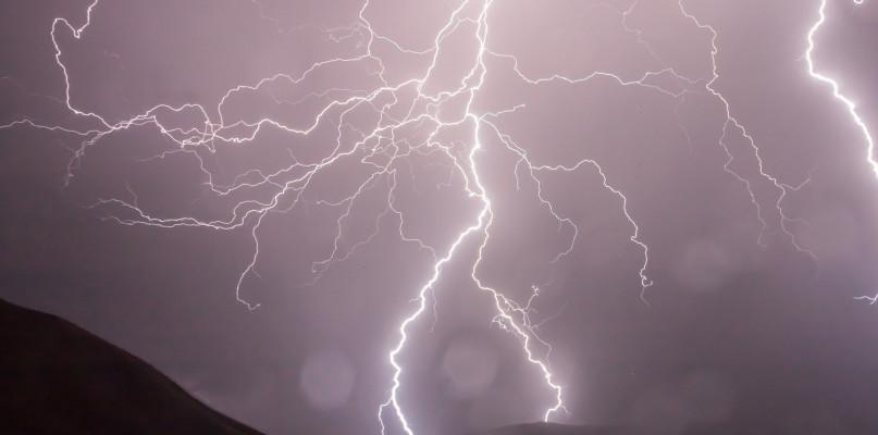 Ostrzeżenie o silnych burzach. Podmuchy wiatru mogą przekroczyć 100 km/h - Zdjęcie główne