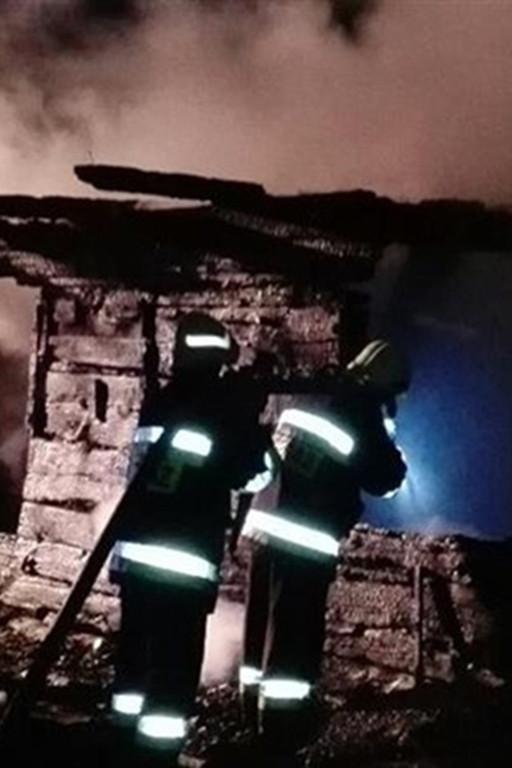 Spłonął budynek mieszkalny - Zdjęcie główne