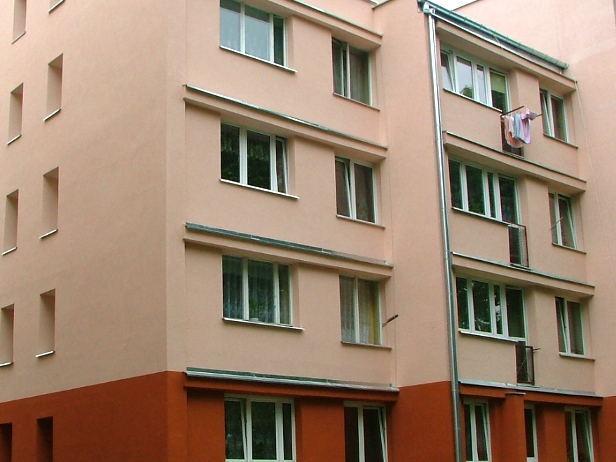 Kobieta wypadła z trzeciego piętra bloku - Zdjęcie główne